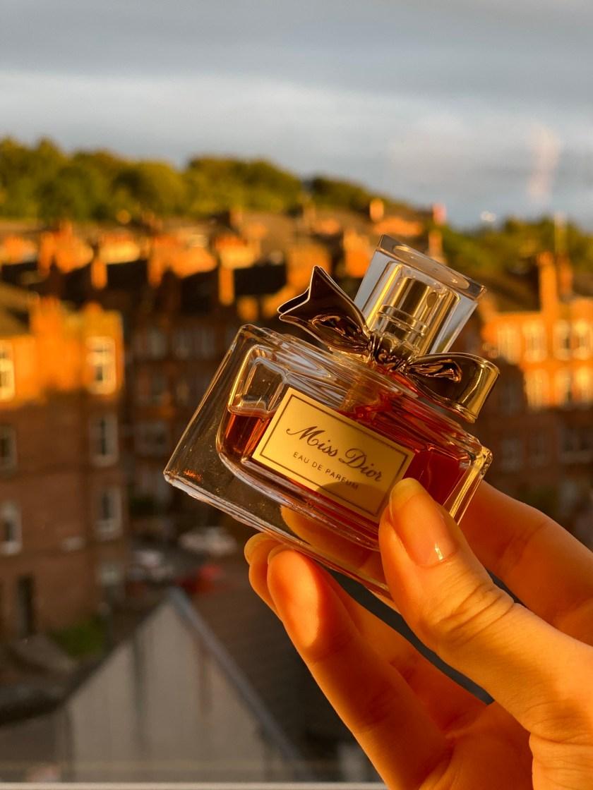 miss-dior-parfum-ashmosphere