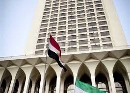 Photo of الخارجية المصرية: تحذر مواطنيها المقيمين والمسافرين الى السعودية