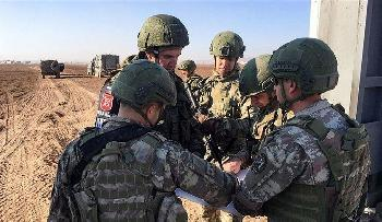 "Photo of لأول مرة.. العسكريون الروس يدخلون ""عاصمة داعش"" السابقة"