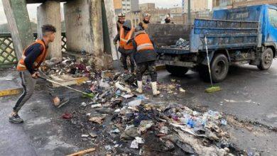 Photo of بالصور.. حملة تنظيف وغسل جسر الاحرار بعد اعادة افتتاحه من قبل القوات الأمنية
