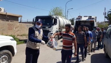 Photo of الشرطة المجتمعية توزع المساعدات الغذائية على عمال (المساطر) والنظافة ببغداد