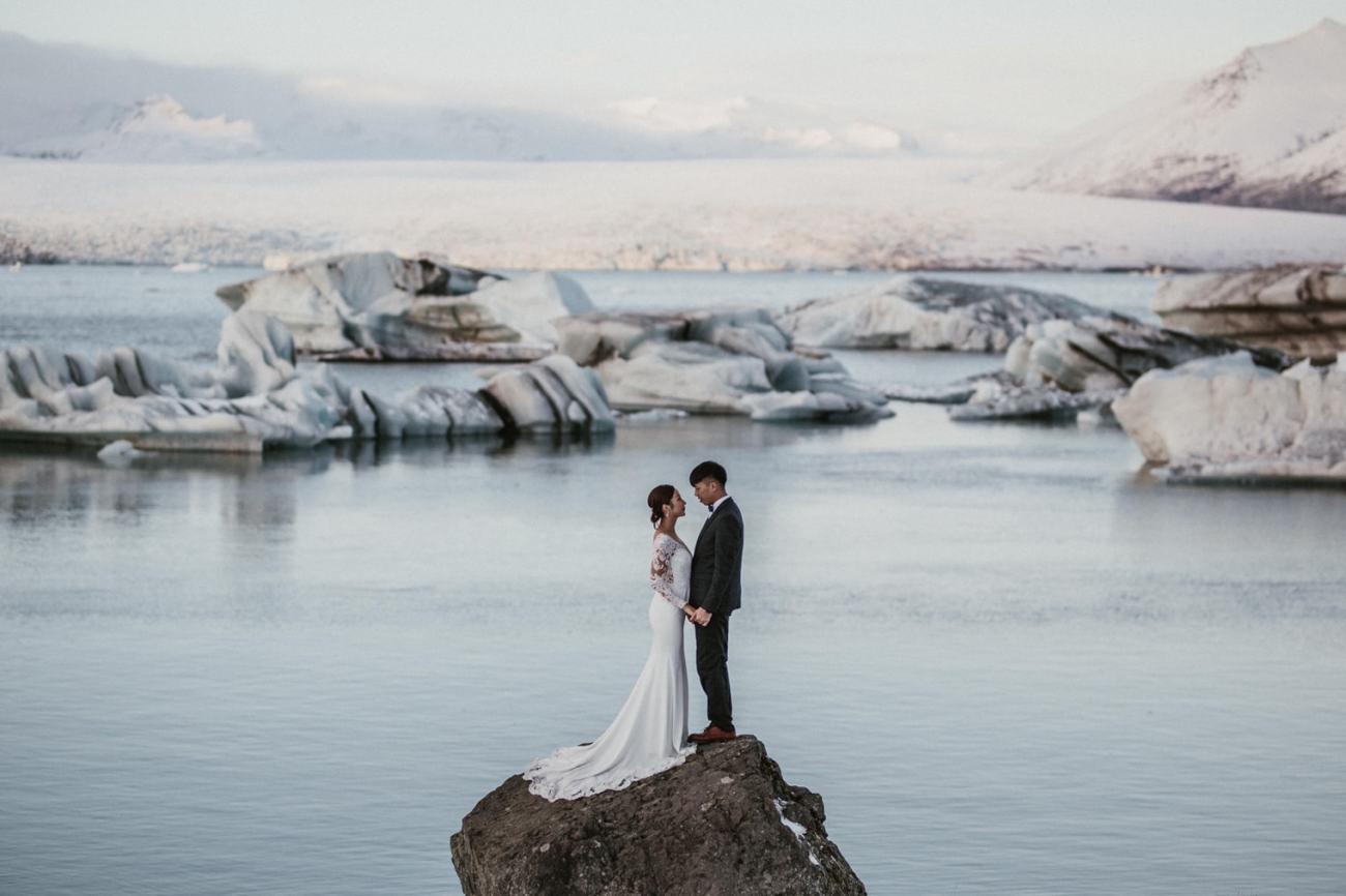 jokulsarlon glacier lagoon elopement