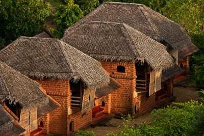 Ayurveda-Retreat_SwaSwara-huts