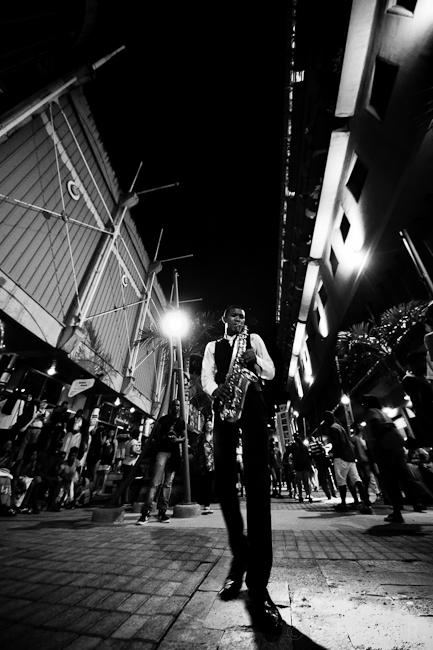Porlwi by Light - Saxophonist Street Performance