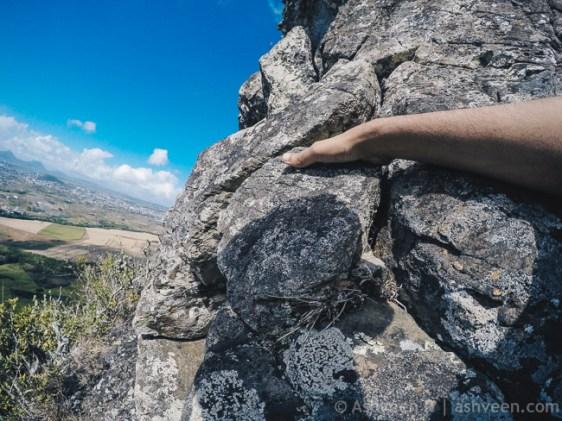 Hiking Trois Mamelles - Cliff Hanger