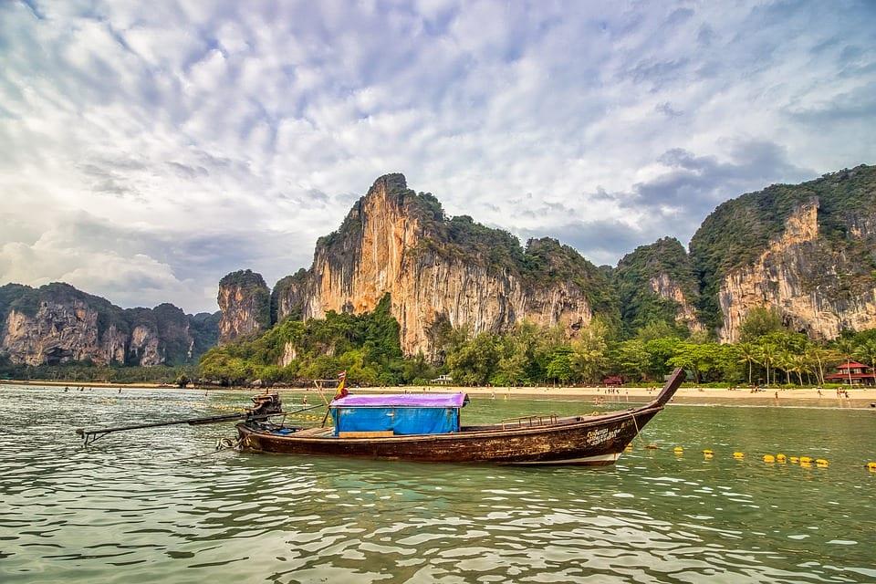 послабления в Таиланде, Таиланд, комендантский час, карантин