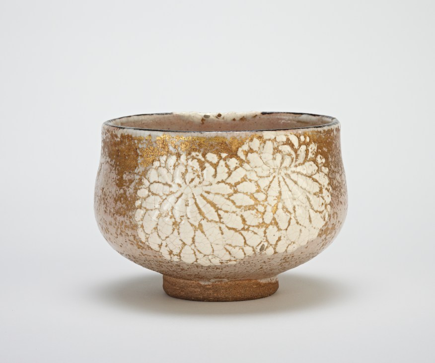 Tea bowl with design of chrysanthemums; Nin'ami Dōhachi 仁阿弥道八 (1783–1855); Japan, Kyoto prefecture, Kyoto, Gojozaka, Edo period, early 19th century; F1896.55