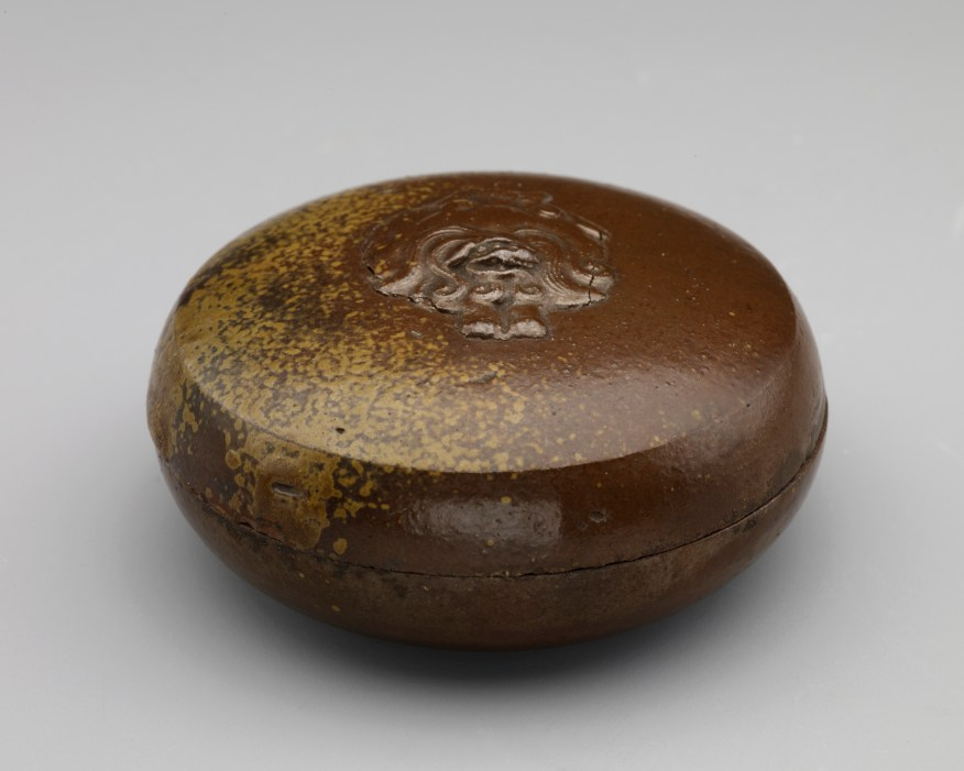 Incense box with relief figure of lion