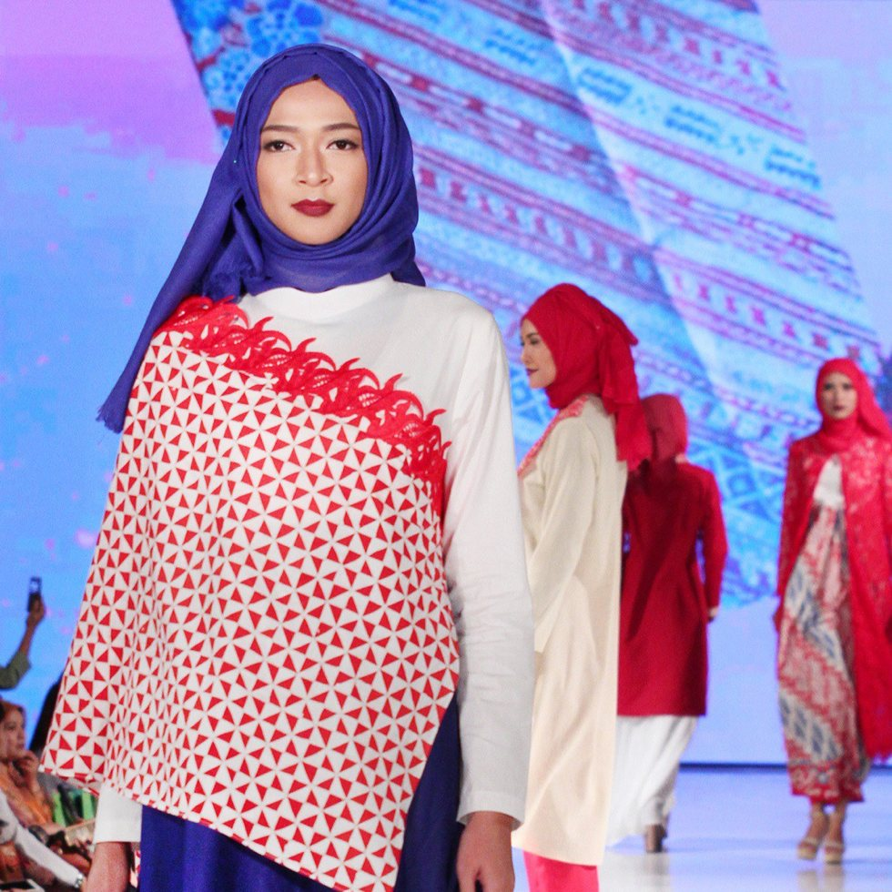 Meeta Fauzan - fashion show runway photo