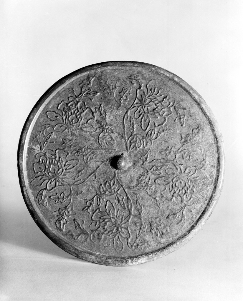Photo of Bronze mirror. Song dynasty, 11th–12th century., Diam: 16 cm. (6 1/4 in.). Singer catalogue number: [1586].