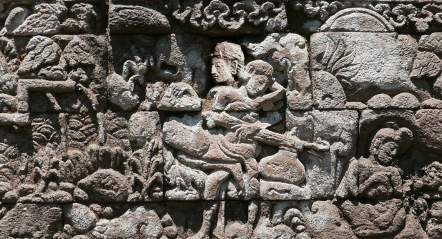 Reconstructed photo of relief showing Panji playing vina, Candi Kendalisodo. Reconstruction by Coleen Dugan using an archival image from the Leiden University archives and a current photograph by Marine Schoettel