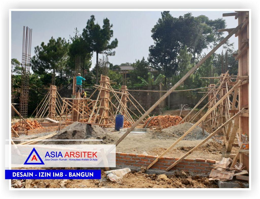 Proses-Pemberian-adukan-coran-pada-kolom-Proyek-Villa-Minimalis-2-Lantai-Bu-Kartini-2
