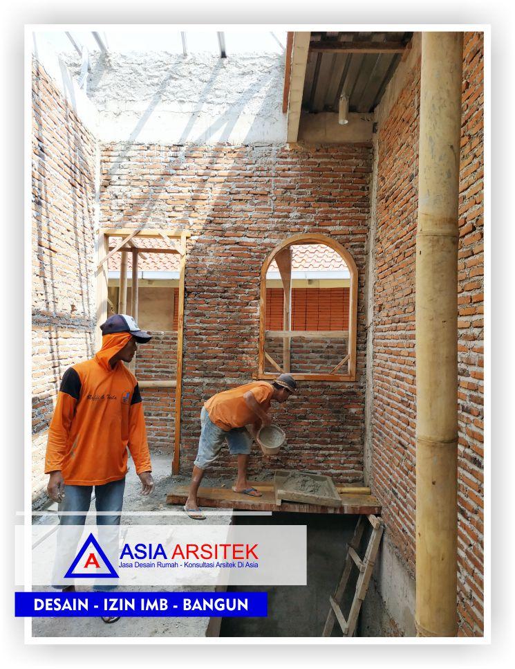 Proses-pengerjaan-finishing-plester-pada-dinding-ruangan