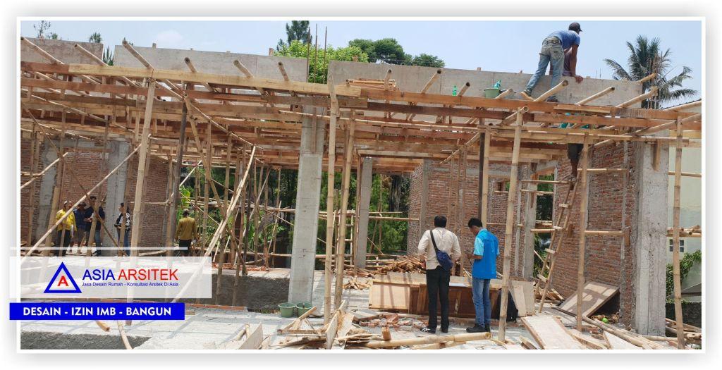 Proses-pengerjaan-struktur-balok-lantai-2-Proyek-Villa-Minimalis-2-Lantai-Bu-Kartini