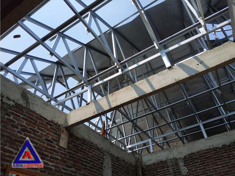 Proses Pemasangan Rangka Atap Jasa Desain Rumah Klasik/Classic Mewah Bu Elisa Di Jakarta Timur