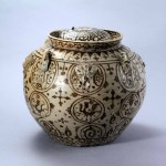 Celadon double-rim, lidded jar with underglaze decoration, Three Kingdoms period, Wu kingdom (222–280), glazed porcelain, height 11 7/8 inches, diam. at mouth 5 7/8 inches, diam. at belly 13 inches, diam. at base 7 5/8 inches. Unearthed in 2004 from the construction site of Huangce Jiayuan on Xianhe Street in Nanjing. Collection of the Nanjing Municipal Museum