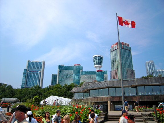 不少世界知名的飯店在此經營,視野一定很好。