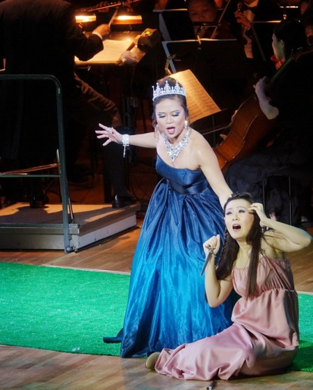 Etta Fung (Queen of the Night) and Collette Lam (Pamina) (Photo: Opera Hong Kong)