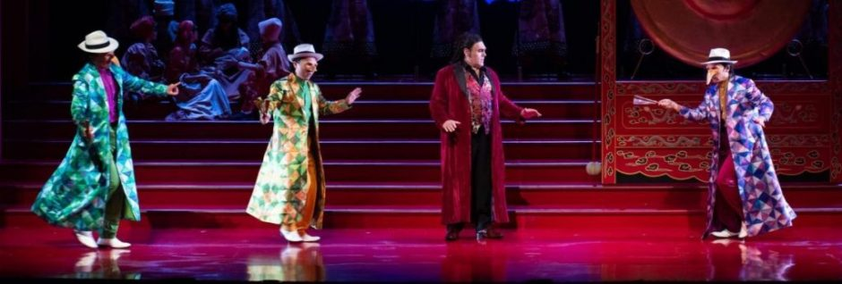 Chen Chen, Chen Yong, and Sammy Chien as Pang, Pong and Ping with Gustavo Porta as Calàf