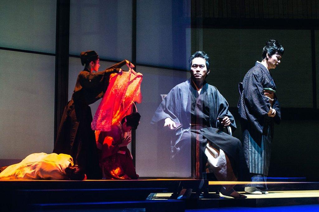 Foreground: Anson Lam (Oki) and Yanyu Guo (Fumiko)