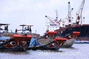 ベトナム ホーチミン・サイゴン港の船