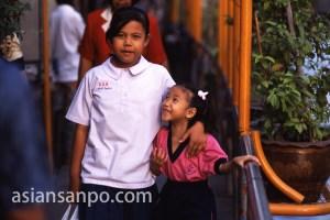 タイ バンコク・クルア村・姉妹