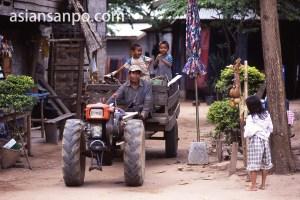ラオス サーンハイ村の農耕車