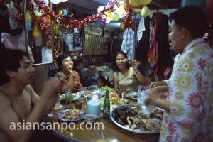 タイ バンコク・クルア村・パーティー