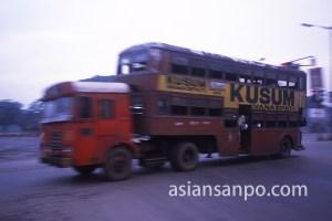 インド コルカタのトラックバス