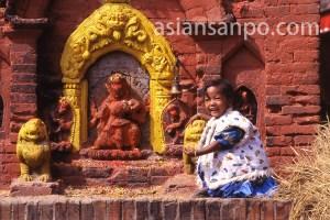 ネパール バクタプルの少女