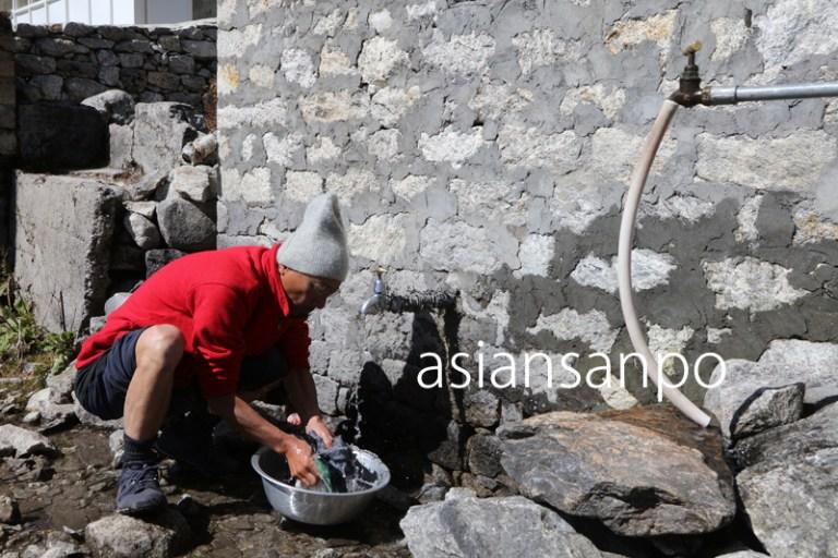ネパール エベレスト街道 クンデ 洗濯