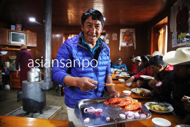 ネパール エベレスト街道 クンデ プジャ 食事