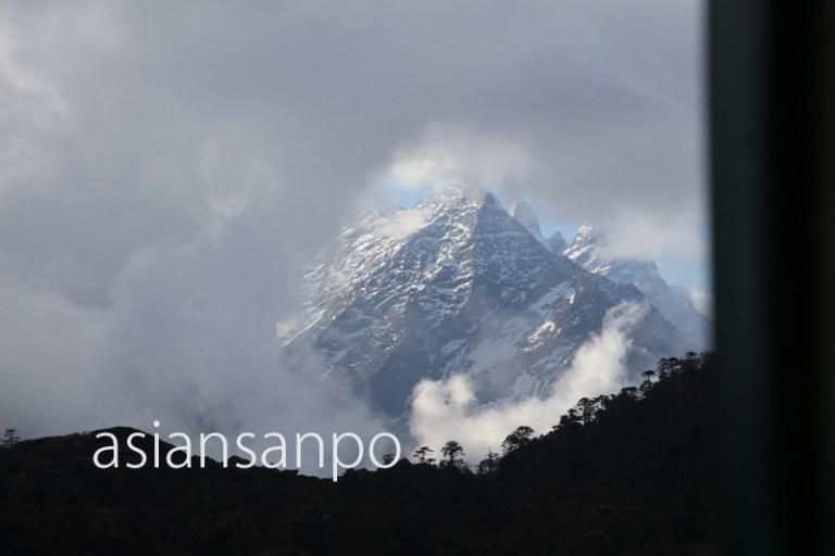 ネパール エベレスト街道 クンデ タルチョ交換