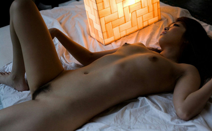 asiansexy naked girl take picture in the room