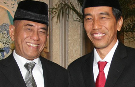 Ryamizard Ryacudu (left) is one of the many not so welcome faces in Jokowi's new cabinet.