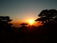 Korsyka to piękne zachody słońca obserwowane wieczorami po przejściu kolejnego etapu