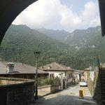Widok na Piazza Brembana i otaczające góry