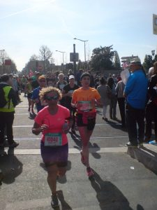 Biegacze podczas Schneider Electric Marathon de Paris