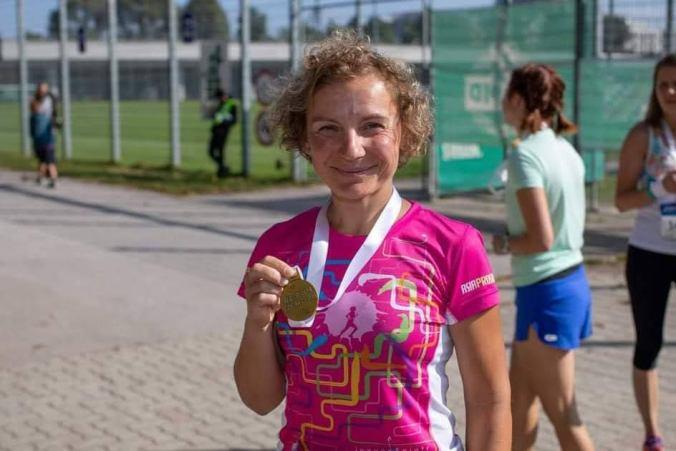 Dziewczyna, biegaczka, medal, Bieg Kobiet