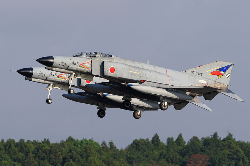 800px-Japan_air_self_defense_force_Mitsubishi_F-4EJ_Kai_Phantom_II_302SQ_RJAH