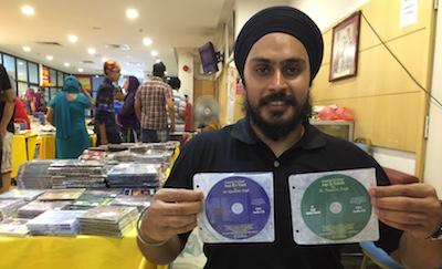 Dr Sukhveer Singh holding CDs on Japji and Asa-ki-Var by Dr Karminder Singh - PHOTO ASIA SAMACHAR