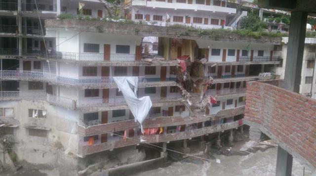 Famous gurdwara in Manikaran, Himachal Pradesh, hit by a giant rock boulder. At times, the gurdwara with a hot water spring has attracted Sikhs from Malaysia and Singapore