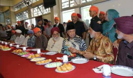 Malaysia DPM Ahmad Zahid Hamidi (third from right, wearing a songkok, a traditional Malay headgear) listening to MGC president Jagir Singh with GS Sentul president Satwant Singh on his right. Also seen is MP Tuan Chua donning an orange head cover. - PHOTO/AHMAD ZAHID BLOG