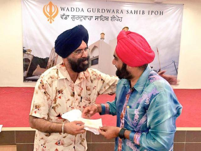 Mohinder Singh (left) appointed as president of the WGSI gurdwara management committee at its AGM on 31 July 2016 - PHOTO / WGSI FACEBOOK