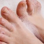 足の指の間がヌルヌル気持ち悪いし臭い時の解決策