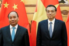 Chinese Premier Li Keqiang and Vietnamese Prime Minister Nguyen Xuan Phuc attend a signing ceremony at the Great Hall of the People in Beijing