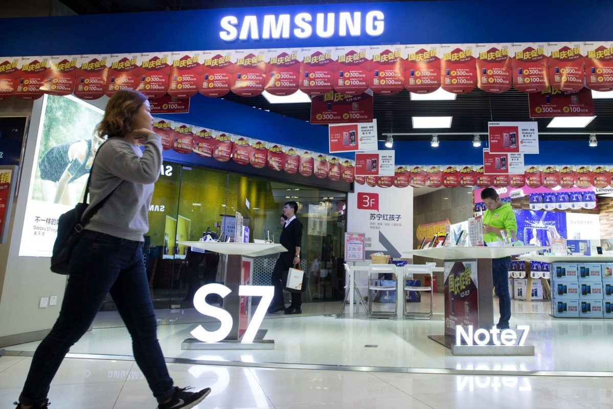 A woman walks past a Samsung store with an Note 7 display in Nanjing, Jiangsu province, China, October 10, 2016. Picture: China Daily via Reuters