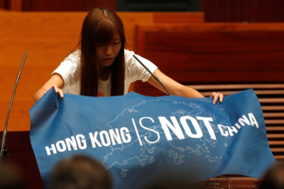 Newly elected lawmaker Yau Wai-ching displays a banner before taking the oath at the Legislative Council in Hong Kong, China, October 12, 2016. REUTERS/Bobby Yip