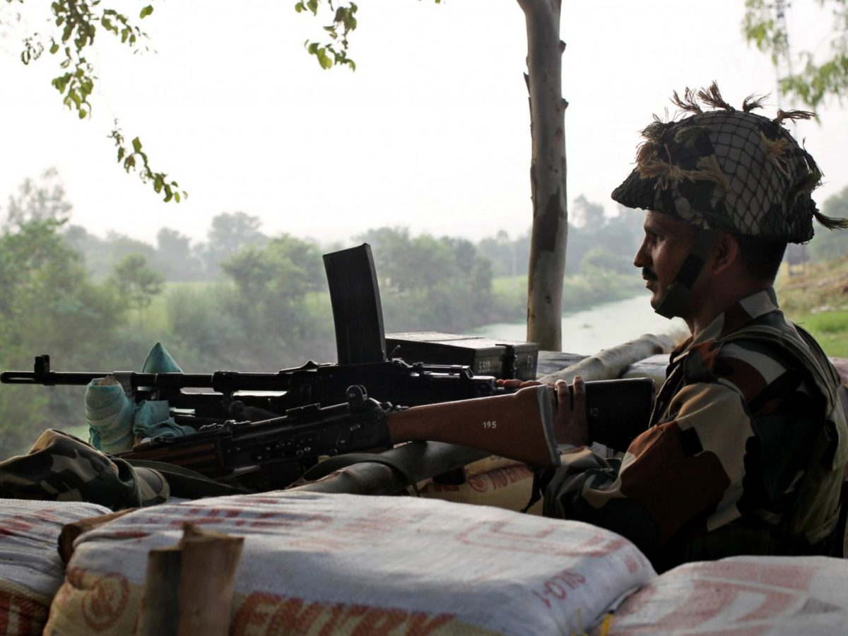 An Indian army soldier keeps guard from a bunker near the border with Pakistan in Abdullian. Photo: Reuters / Mukesh Gupta