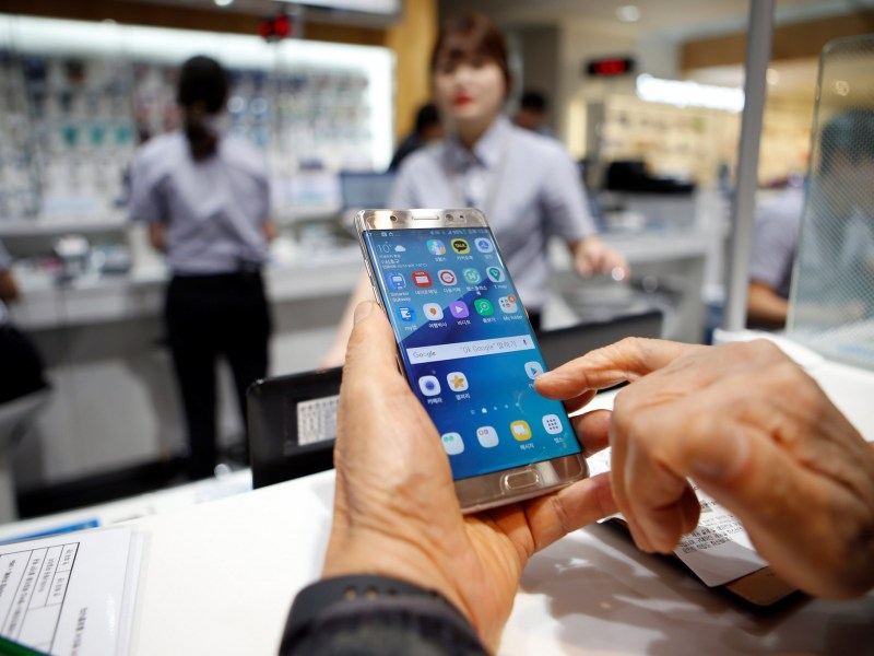 Any Singapore Airlines passenger found carrying a Samsung  Electronics' Galaxy Note 7 mobile phone will be denied boarding. Reuters